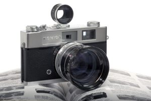 A photograph of a vintage Konica Auto S2 taken by Darron Barnes