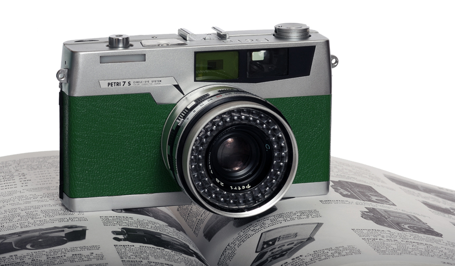 petri-7s-emerald-green-camera-leather